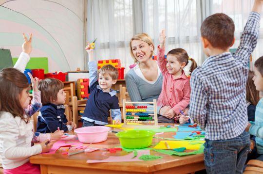 Perkembangan anak juga dipengaruhi oleh peran orang sekitar lingkungan loh, Siapa saja mereka??