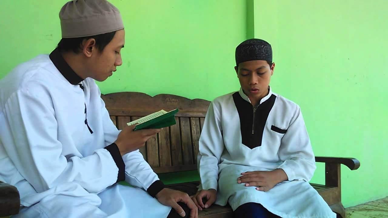 tips dan cara cepat menghafal al quran - Menyetorkan Hafalan Kepada Qori